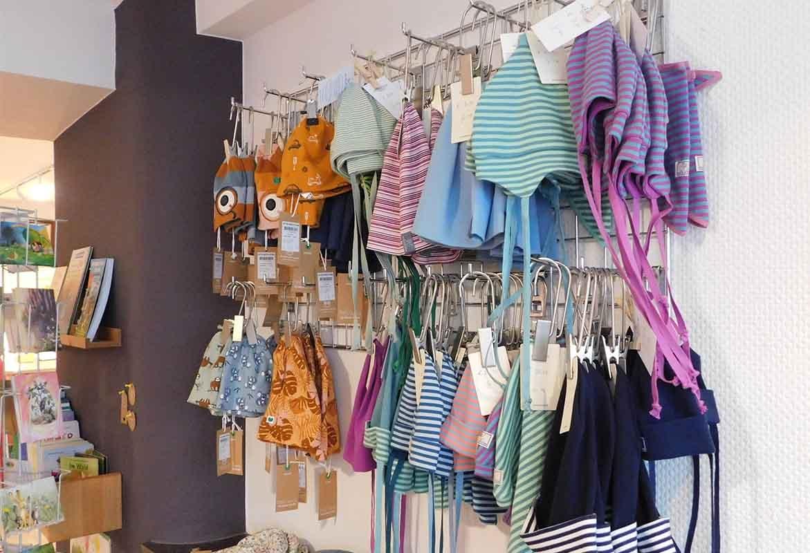 Ökologische Baby- und Kinderbekleidung, Spielzeug, Kindergartenausstattung u.v.m.